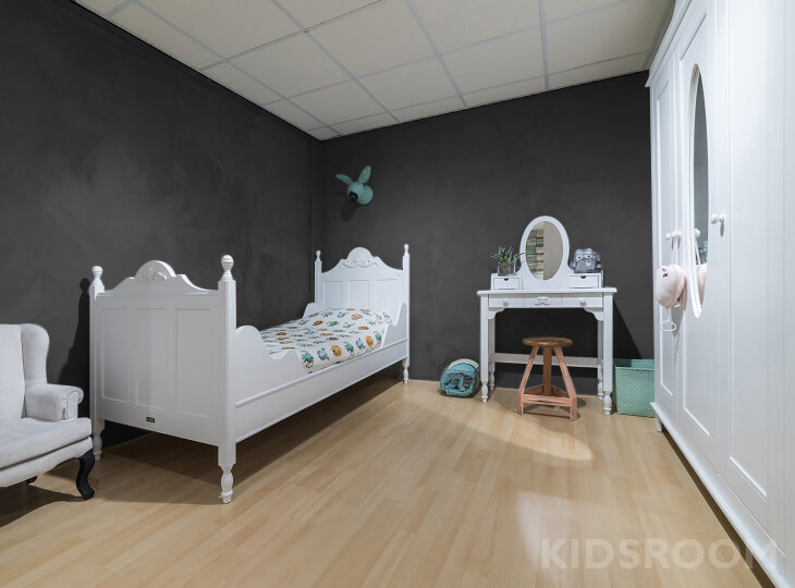 Romantic kinderkamer Zwart