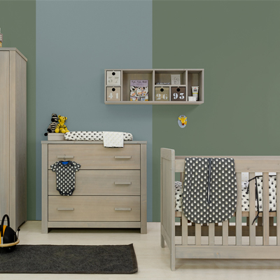Basic wood Babykamer