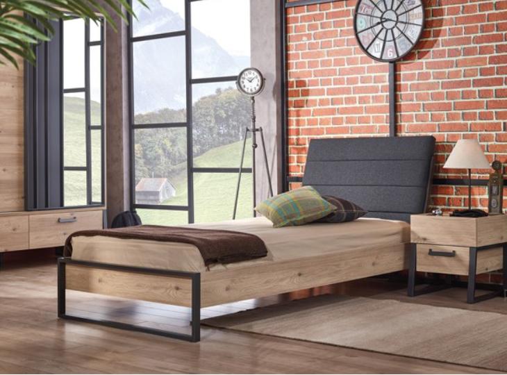 Irony bed met schuin hoofdbord