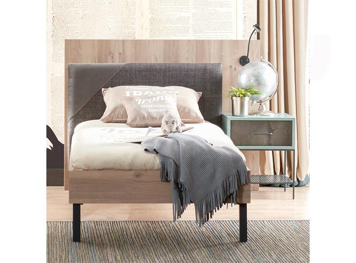 Iron Bed met verlichting & Nachtkastje